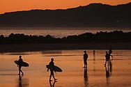 People walk on Venice beach in  Los Angeles, California, U.S December 23, 2014.  Jonathan Alcorn
