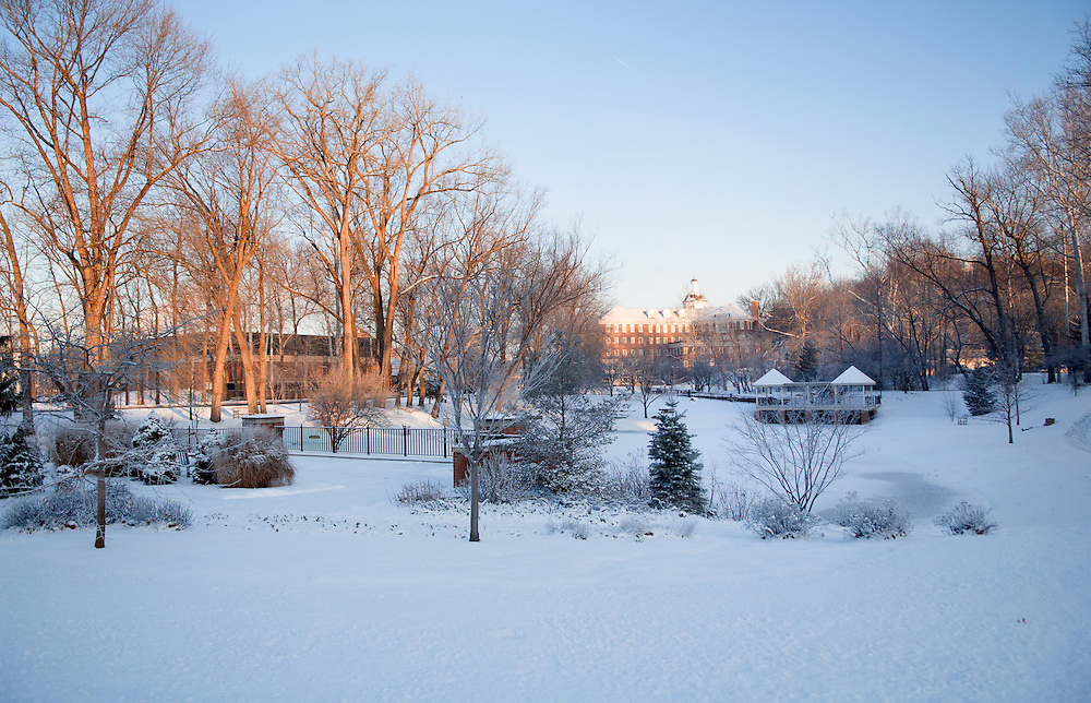 18542Campus Winter