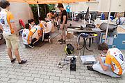 Bij het pension wordt hard gewerkt aan de VeloX2. HPT Delft en Amsterdam is in Senftenberg voor de recordpogingen op de Dekra baan.<br /> <br /> At the hotel the team is working hard to prepare the VeloX2. The Human Power Team Delft and Amsterdam has arrived in Senftenberg (Germany) to break the world record on the one hour time trial at the Dekra test track.
