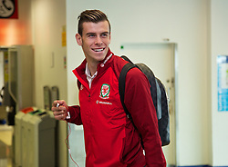 05.09.2013, Cardiff Airport, Cardiff, ENG, FIFA WM Qualifikation, Mazedonien vs Wales, Abreise Wales, im Bild Wales' Gareth Bale during departure of Team Wales in front of the FIFA World Cup Qualifier Match between Macedonia and Wales at the Cardiff Airport, Cardiff, England on 2013/09/05. EXPA Pictures © 2013, PhotoCredit: EXPA/ Propagandaphoto/ Michael Campanella<br /> <br /> ***** ATTENTION - OUT OF ENG, GBR, UK *****