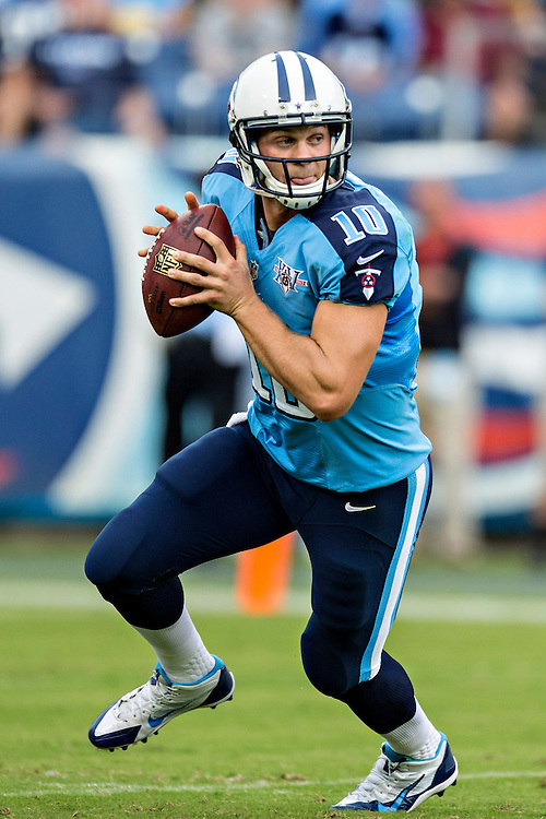 NASHVILLE, TN - SEPTEMBER 29:  Jake Locker #10 of the Tennessee Titans runs the ball against the New York Jets at LP Field on September 29, 2013 in Nashville, Tennessee.  The Titans defeated the Jets 38-13.  (Photo by Wesley Hitt/Getty Images) *** Local Caption *** Jake Locker