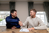 181206 Joe Root Re-signs with Yorkshire