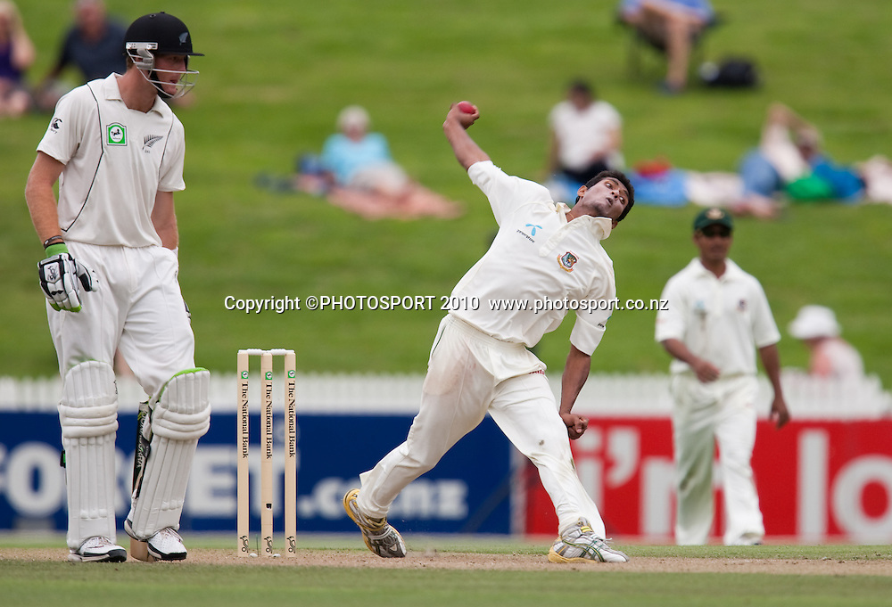Mahmudallah Riyad bowls during day 2 of the one off test cricket match between New Zealand Black Caps and Bangladesh at Seddon Park, Hamilton, New Zealand, Tuesday 16 February 2010. Photo: Stephen Barker/PHOTOSPORT