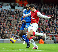 Photo: Ed Godden.<br />Arsenal v Portsmouth. The Barclays Premiership. 16/12/2006. Arsenal's Robin Van Persie (R), is followed by Sol Campbell.