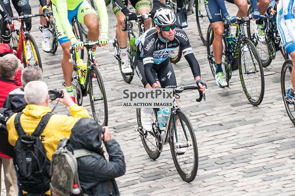 Great Britain's Mark Cavendish of Etixx-Quick Step passes local fans on Edinburgh's famous  Royal Mile during Stage 4 of the Aviva Tour of Britain, 9 September 2015. (c) Paul J Roberts / Sportpix.org.uk