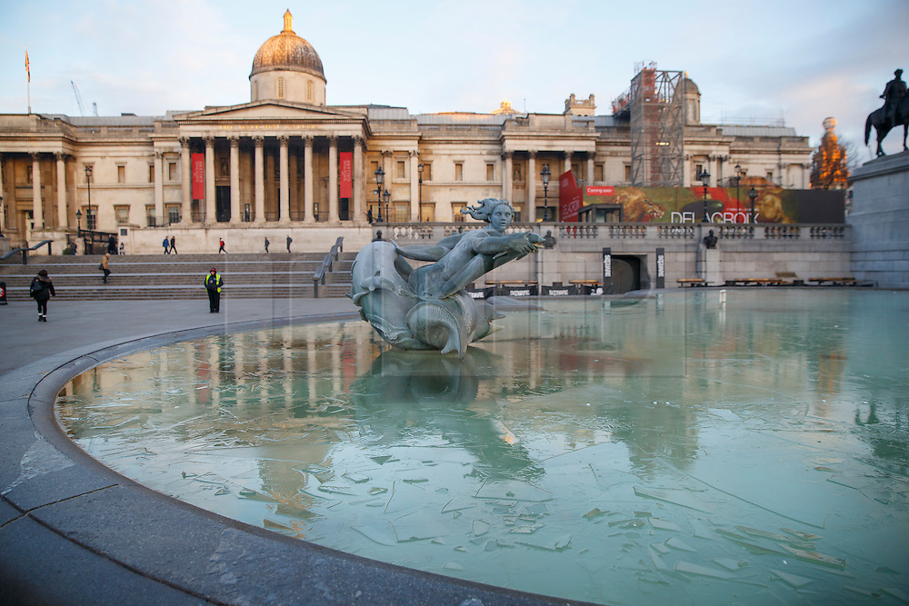 © Licensed to London News Pictures. 20/01/2016. London, UK. The fountains in Trafalgar Square covered in a layer of ice after temperatures in the capital dropped as low as -3C on Wednesday, 20 January 2016. Photo credit: Tolga Akmen/LNP