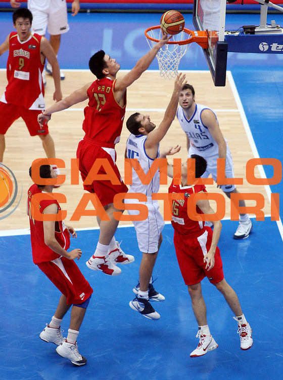 DESCRIZIONE : Saitama Giappone Japan Men World Championship 2006 Campionati Mondiali Greece-China <br /> GIOCATORE : Yao Ming <br /> SQUADRA : China Cina <br /> EVENTO : Saitama Giappone Japan Men World Championship 2006 Campionato Mondiale Greece-China <br /> GARA : Greece China Grecia Cina <br /> DATA : 27/08/2006 <br /> CATEGORIA : Stoppata <br /> SPORT : Pallacanestro <br /> AUTORE : Agenzia Ciamillo-Castoria/T.Wiedensohler <br /> Galleria : Japan World Championship 2006<br /> Fotonotizia : Saitama Giappone Japan Men World Championship 2006 Campionati Mondiali Greece-China <br /> Predefinita :