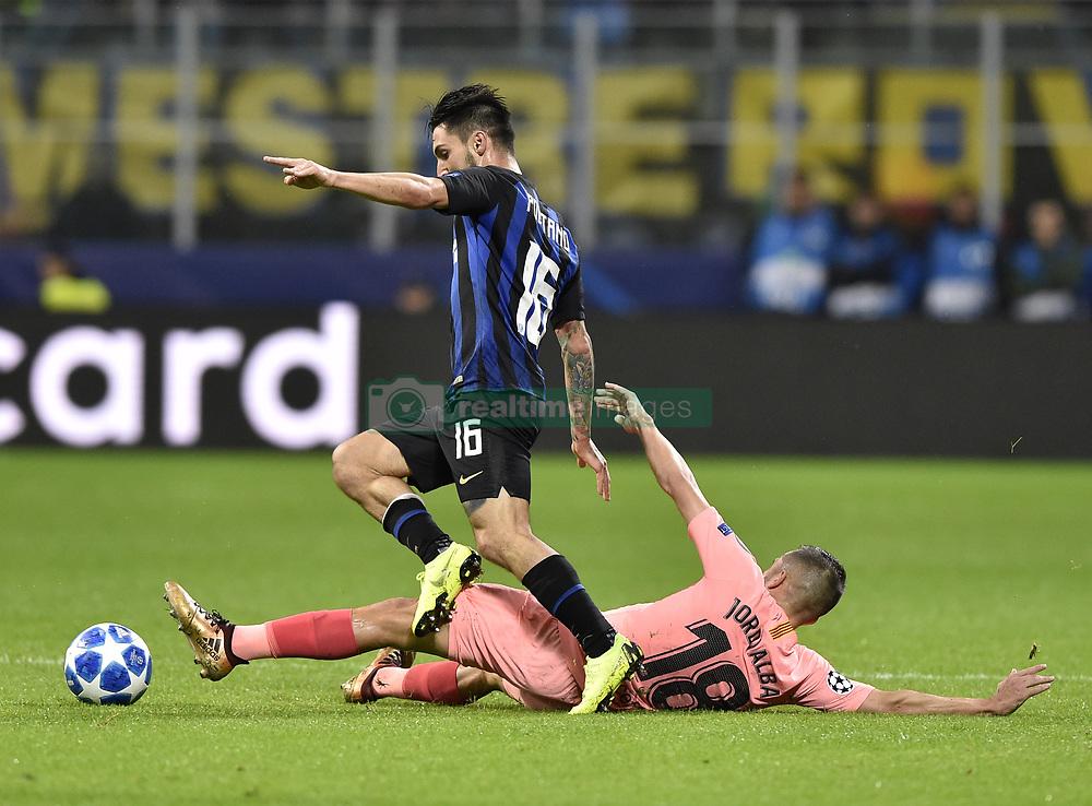 صور مباراة : إنتر ميلان - برشلونة 1-1 ( 06-11-2018 )  20181106-zaf-x99-225