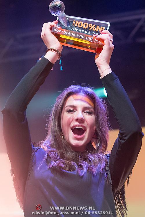 NLD/Uitgeest/20170207 - Uitreiking 100% NL Awards 2016, Maan de Steenwinkel wint in de categorie doorbraakvan het jaar