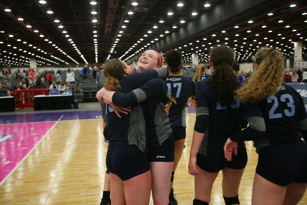 GJNC - July 2018 - Detroit, MI - 17 National finals - Michio (black) - Adrenaline (blue) - Photo by Wally Nell/Volleyball USA