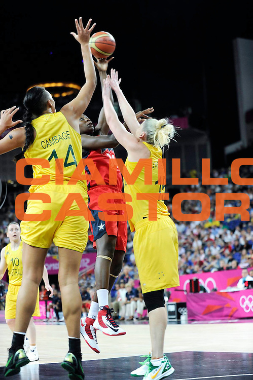 DESCRIZIONE : Basketball Jeux Olympiques Londres Demi finale<br /> GIOCATORE : Charles Tinan Usa Cambage Elizabeth Jackson Lauren AUS<br /> SQUADRA : USA FEMME<br /> EVENTO : Basketball Jeux Olympiques<br /> GARA : USA AUSTRALIE<br /> DATA : 09 08 2012<br /> CATEGORIA : Basketball Jeux Olympiques<br /> SPORT : Basketball<br /> AUTORE : JF Molliere <br /> Galleria : France JEUX OLYMPIQUES 2012 Action<br /> Fotonotizia : Jeux Olympiques Londres demi Finale Femme Greenwich Arena<br /> Predefinita :