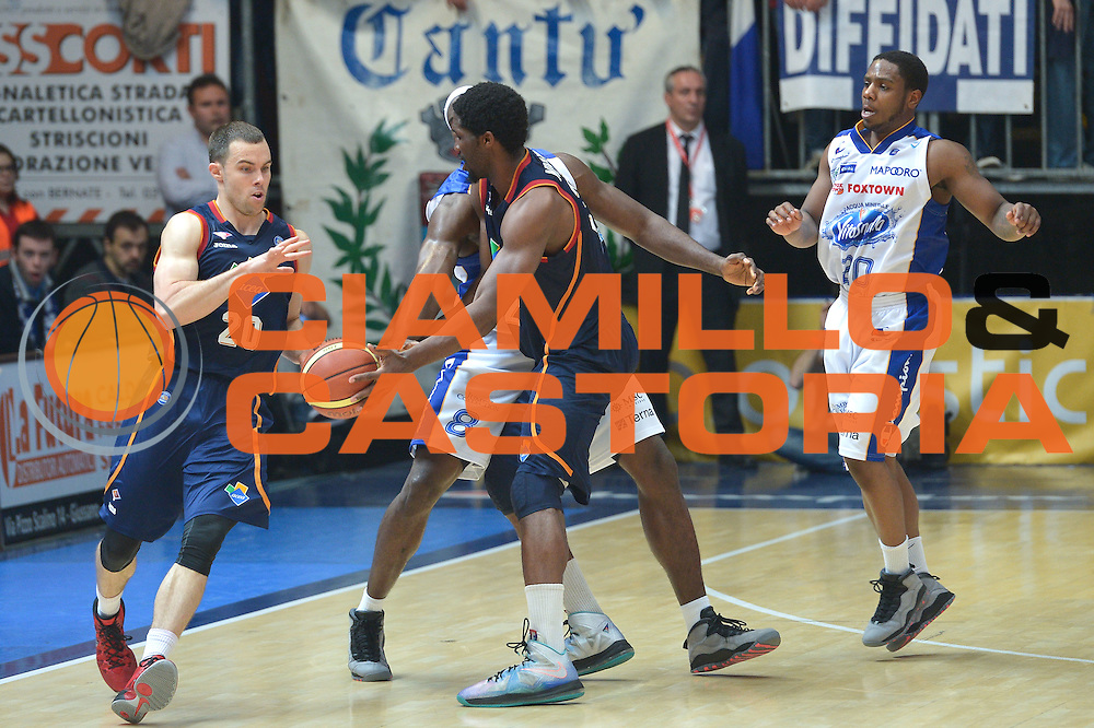 DESCRIZIONE : Cant&ugrave; Lega A 2013-14 Acqua Vitasnella Cant&ugrave; vs  Acea Roma  playoff quarti di finale gara 2<br /> GIOCATORE : Mbakwe Trevor<br /> CATEGORIA : Passaggio<br /> SQUADRA : Acea Virtus Roma<br /> EVENTO : Quarti di finale gara 2 playoff<br /> GARA : Acqua Vitasnella Cant&ugrave; vs  Acea Roma playoff quarti di finale gara 2<br /> DATA : 22/05/2014<br /> SPORT : Pallacanestro <br /> AUTORE : Agenzia Ciamillo-Castoria/I.Mancini<br /> Galleria : Lega Basket A 2013-2014  <br /> Fotonotizia : Cant&ugrave;<br /> Lega A 2013-14 Acqua Vitasnella Cant&ugrave; vs  Acea Roma<br /> playoff quarti di finale gara 2<br /> Predefinita :