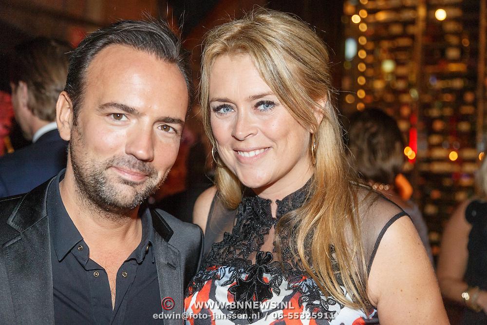 NLD/Amsterdam/20151017 - Inloop JFK Greatest Man Award 2015, radiodj Gerard Ekdom en partner Nicole Smids