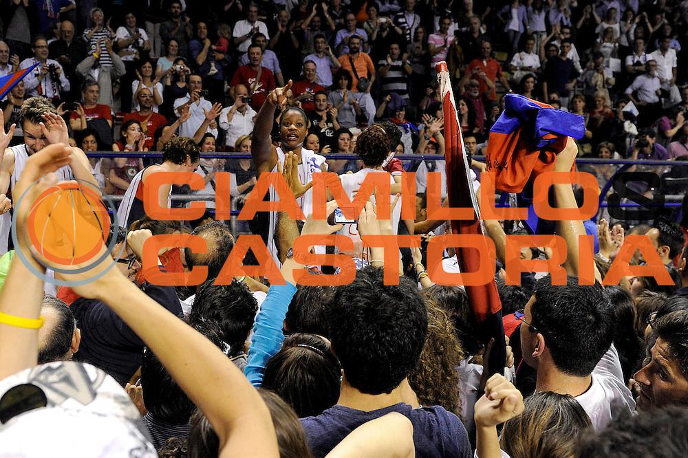 DESCRIZIONE : Schio LBF Playoff Finale Gara 3 Cras Basket Taranto Famila Wuber Schio<br /> GIOCATORE : team<br /> CATEGORIA : esultanza<br /> SQUADRA : Cras Basket Taranto<br /> EVENTO : Campionato Lega Basket Femminile A1 2011-2012<br /> GARA : Cras Basket Taranto Famila Wuber Schio<br /> DATA : 08/05/2012<br /> SPORT : Pallacanestro <br /> AUTORE : Agenzia Ciamillo-Castoria/C.De Massis<br /> Galleria : Lega Basket Femminile 2011-2012<br /> Fotonotizia : Schio LBF Playoff Finale Gara 3 Cras Basket Taranto Famila Wuber Schio<br /> Predefinita :
