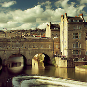 Pulteney Bridge over River Avon [Summer], Bath, England (April 2006)