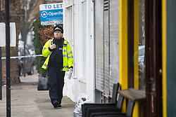 © Licensed to London News Pictures. 06/12/2016. London, UK. Police officers stand around the scene of a murder in Fulham, where a 24 year old man was found with a gunshot wound to the head at 21:30hrs on Monday, 5 December. The man was pronounced dead at the scene. Photo credit : Tom Nicholson/LNP