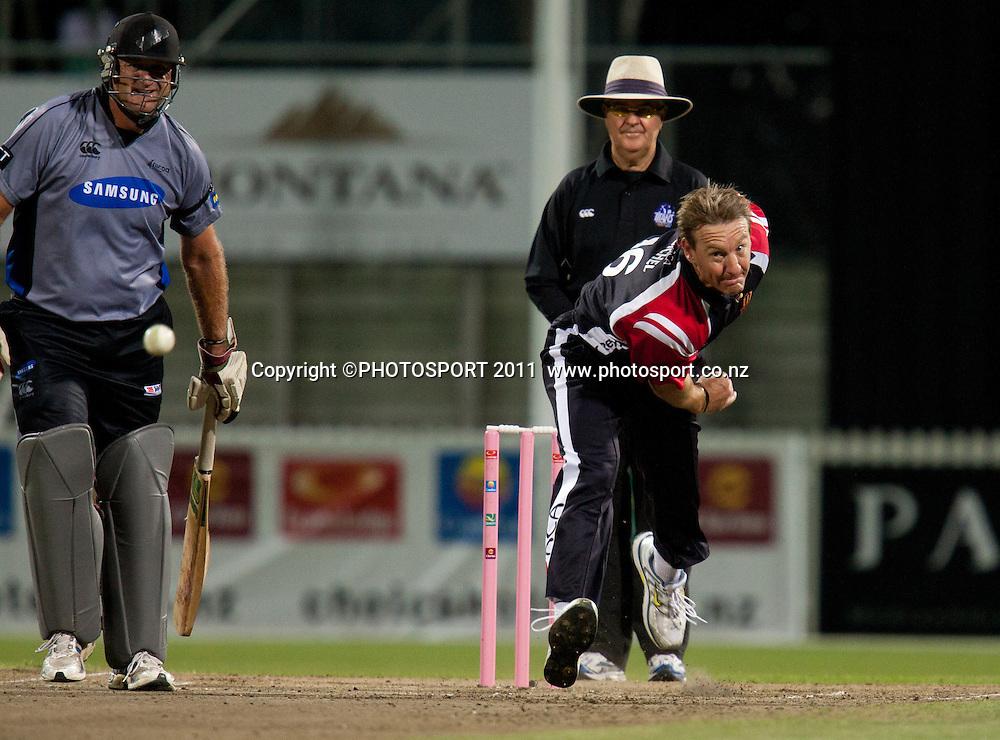 Andy Bichell bowls during the Titans International Twenty20 Cricket, Samsung NZCPA Masters XI v Australia, Seddon Park, Hamilton, New Zealand, Thursday 24 February 2011. Photo: Stephen Barker/PHOTOSPORT