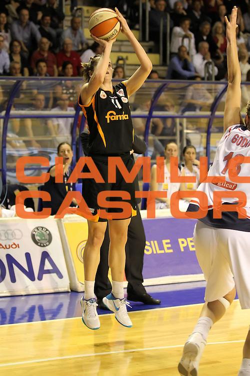 DESCRIZIONE : Taranto Lega A1 Femminile 2009-10 Play Off Finale Gara 3<br /> Cras Basket Taranto Famila Wuber Schio<br /> GIOCATORE : Raffaella Masciadri<br /> SQUADRA : Cras Basket Taranto Famila Wuber Schio<br /> EVENTO : Campionato Lega A1 Femminile 2009-2010<br /> GARA : Cras Basket Taranto Famila Wuber Schio<br /> DATA : 11/05/2010<br /> CATEGORIA : tiro<br /> SPORT : Pallacanestro<br /> AUTORE : Agenzia Ciamillo-Castoria/ElioCastoria<br /> Galleria : Lega Basket Femminile 2009-2010<br /> Fotonotizia : Taranto Campionato Italiano Femminile Lega A1 2009-2010 Play Off Finale Gara 3 Cras Basket Taranto Famila Wuber Schio<br /> Predefinita :