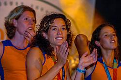 27-08-2004 GRE: Olympic Games day 14, Athens<br /> Hockey finale vrouwen Nederland - Duitsland werd verloren met 1-2 maar in het HHH wisten de vrouwen toch wel een feestje te bouwen / Mascha van der Vaart