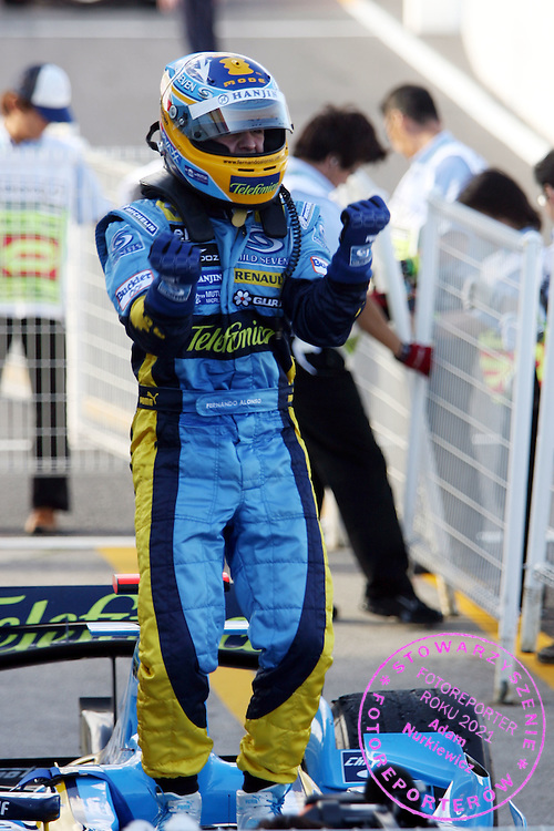 08.10.2006 Suzuka, Japan, ..Fernando Alonso (E), Team Renault - Formula 1 World Championship, Rd 17, Japanese Grand Prix, Sunday Podium ..FOT. XPB.CC / WROFOTO..*** POLAND ONLY !!! ***