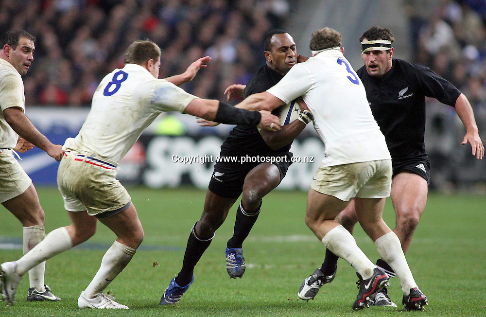Joe Rokocoko of New Zealand runs into Pieter De Villiers (3) of France and teammate Elvis Vermeulen (8) . France v New Zealand, Rugby Union, 18/11/2006. Copyright: Matthew Impey . tel: 07789 130 347