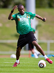 21.05.2010, Dolomitenstadion, Lienz, AUT, WM Vorbereitung, Kamerun Training im Bild Stephane Mbia, Abwehr, Nationalteam Kamerun (Olympique Marseille), EXPA Pictures © 2010, PhotoCredit: EXPA/ J. Feichter / SPORTIDA PHOTO AGENCY