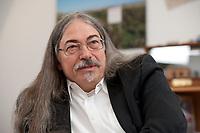 14 MAR 2012, BERLIN/GERMANY:<br /> Michael Sailer, Oeko-Institut, Sprecher der Geschaeftsfuehrung, Vorsitzender der Entsorgungskommission, ESK, und Vorsitzender  der Reaktor-Sicherheitskommission, RSK, waehrend einem Interview, in seinem Buero, Oeko-Institut<br /> IMAGE: 20120314-01-018<br /> KEYWORDS: Öko-Institut