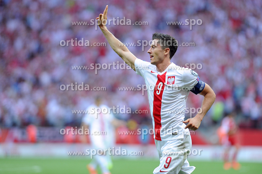 13.06.2015, Nationalstadion, Warschau, POL, UEFA Euro 2016 Qualifikation, Polen vs Greorgien, Gruppe D, im Bild ROBERT LEWANDOWSKI, RADOSC BRAMKA GOL EMOCJE 3:0 DLA POLSKI // during the UEFA EURO 2016 qualifier group D match between Poland and Greorgia at the Nationalstadion in Warschau, Poland on 2015/06/13. EXPA Pictures &copy; 2015, PhotoCredit: EXPA/ Pixsell/ MICHAL STANCZYK / CYFRASPORT<br /> <br /> *****ATTENTION - for AUT, SLO, SUI, SWE, ITA, FRA only*****