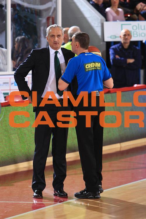DESCRIZIONE : Teramo Lega A 2009-10 Banca Tercas Teramo Air Avellino<br /> GIOCATORE : Fabio Facchini Cesare Pancotto<br /> SQUADRA : AIAP Air Avellino<br /> EVENTO : Campionato Lega A 2009-2010<br /> GARA : Banca Tercas Teramo Air Avellino<br /> DATA : 06/12/2009<br /> CATEGORIA : arbitro referees<br /> SPORT : Pallacanestro<br /> AUTORE : Agenzia Ciamillo-Castoria/M.Carelli<br /> Galleria : Lega Basket A 2009-2010 <br /> Fotonotizia : Teramo Campionato Italiano Lega A 2009-2010 Banca Tercas Teramo Air Avellino<br /> Predefinita :