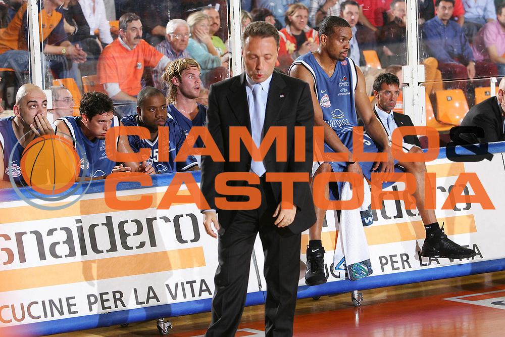 DESCRIZIONE : Udine Lega A1 2005-06 Play Off Quarti Finale Gara 2 Snaidero Udine Carpisa Napoli <br /> GIOCATORE : Bucchi Team Napoli <br /> SQUADRA : Carpisa Napoli <br /> EVENTO : Campionato Lega A1 2005-2006 Play Off Quarti Finale Gara 2 <br /> GARA : Snaidero Udine Carpisa Napoli <br /> DATA : 21/05/2006 <br /> CATEGORIA : Delusione <br /> SPORT : Pallacanestro <br /> AUTORE : Agenzia Ciamillo-Castoria/S.Silvestri