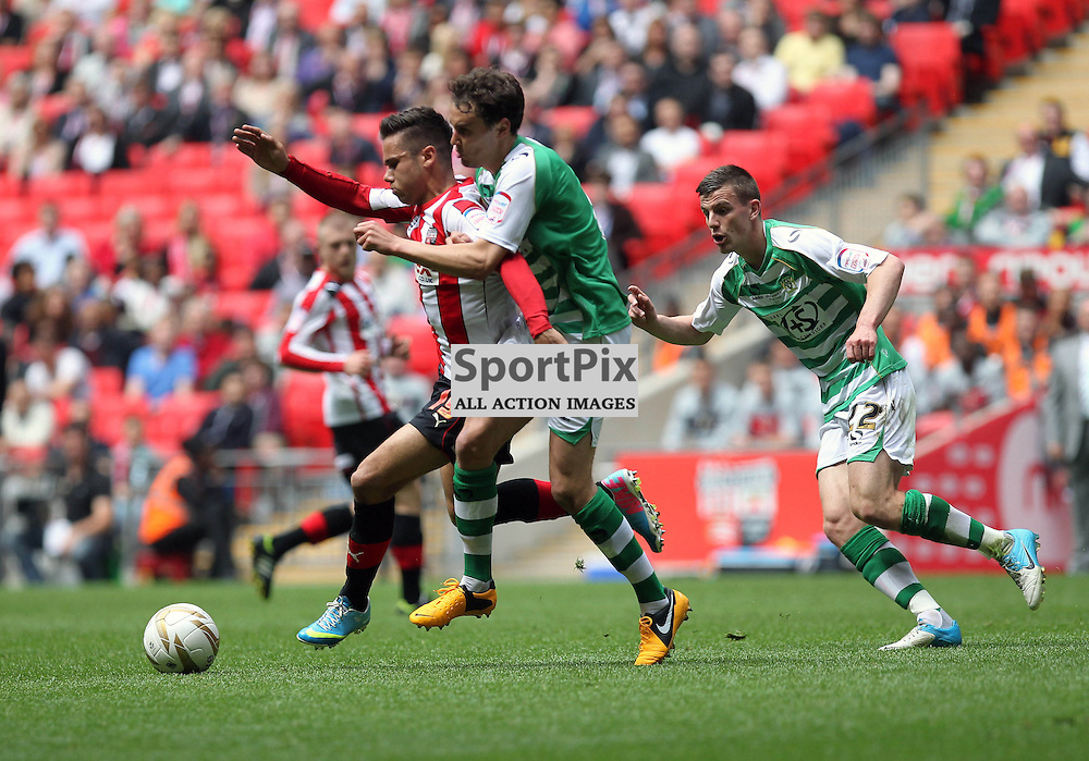 Yeovil's EDWARD UPSON battles with Brentford's HARVEY FORRESTER, Brentford v Yeovil, npower League 1 Pay Off Final, Wembley Stadium © Phil Duncan | StockPix.eu