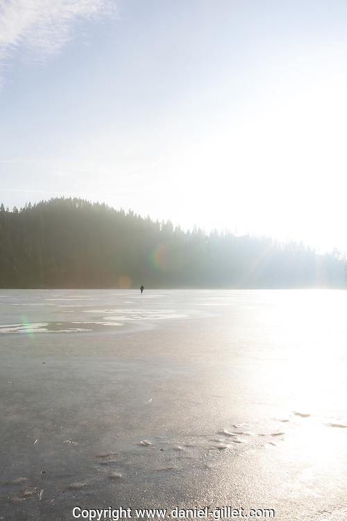 Patinage sur glace sur le lac de Coeur d'Alene, Idaho