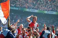 14-05-2017: Voetbal: Feyenoord v Heracles Almelo: Rotterdam<br /> <br /> (L-R) Feyenoord speler Dirk Kuyt viert het landskampioenschap na afloop van het Eredivisie duel tussen Feyenoord en Heracles Almelo op 14 mei 2017 in stadion Feyenoord (de Kuip)<br /> <br /> Eredivisie - Seizoen 2016 / 2017<br /> <br /> Foto: Gertjan Kooij