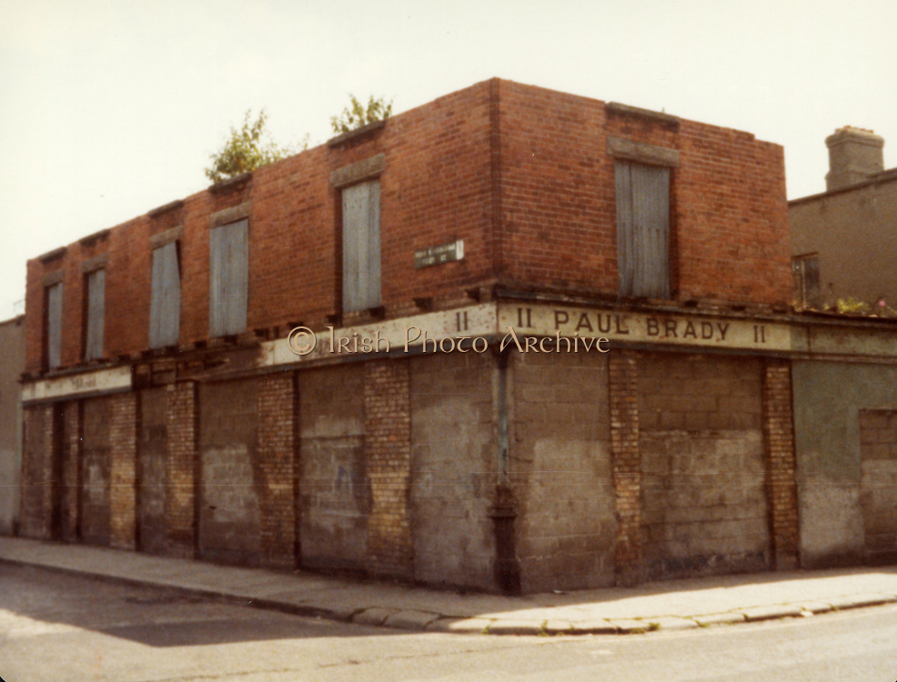 Old Dublin Amature Photos July 1983 WITH, Quays, McGowan BROS ltd, Christ Church, Arran Quay, Chambers, Nordmende, Falling Down Buildings,