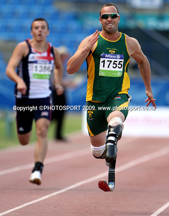 South Africa's Oscar Pistorious on his way to gold in the mens 200m T44 final on day three. IPC Athletics World Championship, 24 January 2011 QE11 Stadium, Christchurch. New Zealand. Photo: John Cowpland / photosport.co.nz