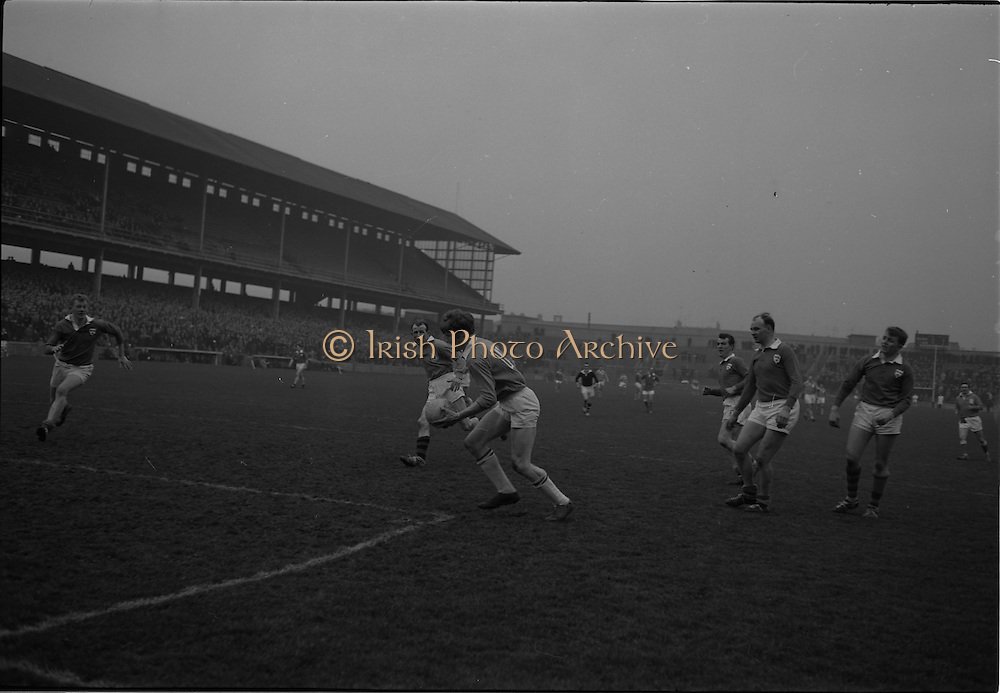 21/02/1965.02/21/1965.21 February 1965.Munster v Ulster Railway Cup semi-final at Croke Park. The final score was Ulster 0-14 Munster 0-9. .Ulster full-forward J. Carroll punches the ball over the bar for one of Ulsters 14 points..