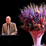 NLD/Amsterdam/20110722 - Afscheidsdienst voor John Kraaijkamp, toespraak van Ivo Niehe