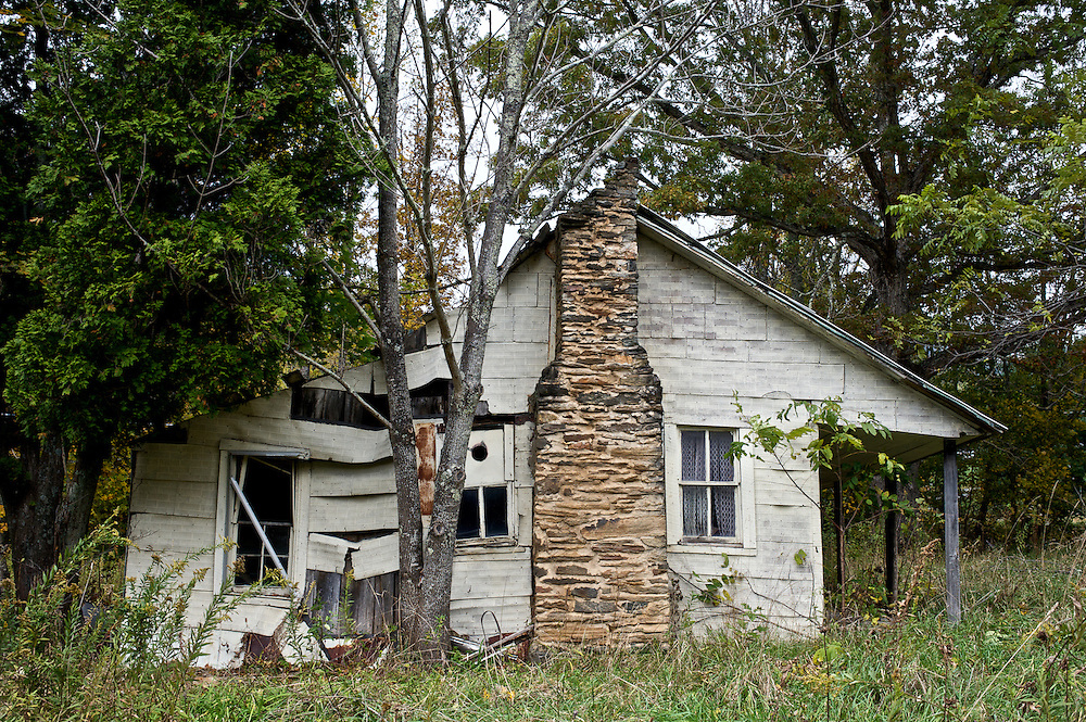 An old house sits abandoned near Boone, NC