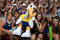 TUCUMAN  Argentinie - Stockey, mascotte voor het WK in Den Haag , Let's Celebrate Hockey, gaat rond in het stadion tijdens de finaleronde van de Hockey World League voor vrouwen. ANP KOEN SUYK