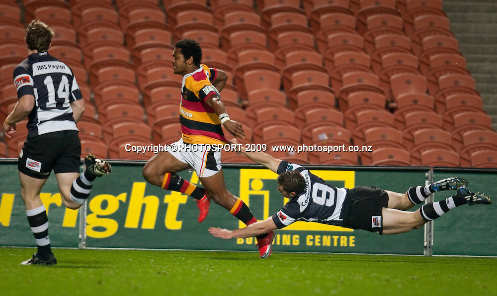 Waikato's Henry Speight heads for his try, out of reach from Hawkes Bay halfback Chris Eaton during the Air New Zealand Cup rugby match between Waikato and Hawkes Bay at Waikato Stadium, Hamilton, New Zealand, Saturday 05 September 2009. Photo: Stephen Barker/PHOTOSPORT