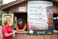 Barb Bauman vid entr&eacute;n till Bauman Farms. Gervais, Oregon, USA<br /> Foto: Christina Sj&ouml;gren