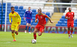 CARDIFF, WALES - Friday, June 5, 2015: Wales' Gareth Bale and Tyler Roberts during a practice match at the Cardiff City Stadium ahead of the UEFA Euro 2016 Qualifying Round Group B match against Belgium. (Pic by David Rawcliffe/Propaganda)