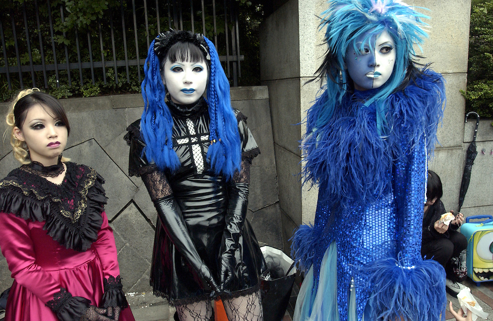 Harajuku girls, Goths, Harajuku Station Tokyo Japan June 2002..©David Dare Parker/AsiaWorks Photography