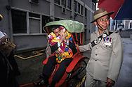Hong Kong. departure of the commanding officer Crombie  of the queen Gurkhas signal at the prince of Walles barracks    / Les soldats fêtent le départ du commandant Crombie (comander of thé queen Gurkha signal) en le tirant dans un pousse pousse au pied  des immeubles de la base militaire - Prince of Walles   / R00057/115    L1397  /  P0003164
