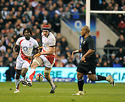 Twickenham, GREAT BRITAIN, Nick KENNEDY, attempt to chip, Neemia TIALATA, during the Investic Challenge, England vs New Zealand, Autumn International at Twickenham Stadium, Surrey on Sat 29.11.2008 [Photo, Peter Spurrier/Intersport-images]