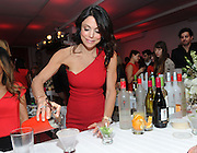 "The original Skinnygirl Bethenny Frankel jumps behind the bar at the ""Boy Meets Skinnygirl Cocktails"" Valentine's Launch Party, Tuesday, Feb. 10, 2015 in New York, to unveil Skinnygirl Spicy Lime Margarita and Skinnygirl Pinot Noir at an event benefiting Dress for Success. (Photo by Diane Bondareff/Invision for Skinnygirl Cocktails/AP Images)"