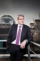 Der Unternehmer Carlo Cronenberg ist als FDP Abegeordneter in den deutschen Bundestag gewählt worden. Derr Familienunternehmer aus dem Sauerland (Stadt Arnsberg) wird für die FDP in den Ausschüssen Arbeit und Soziales sowie EU Politik sitzen. Schon sein Vater war MdB für die FDP