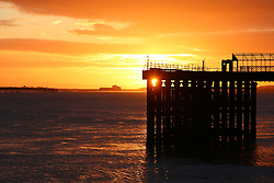 © Licensed to London News Pictures. 07/04/2016. Sunrise seen this morning over the Thames at Gravesend in Kent. Credit : Rob Powell/LNP