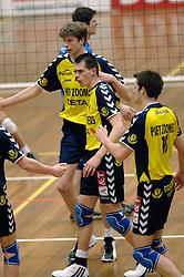 01-02-2006 VOLLEYBAL: PIET ZOOMERS D - BROTHER MARTINUS: APELDOORN <br /> Kars van Tarel<br /> ©2006-WWW.FOTOHOOGENDOORN.NL