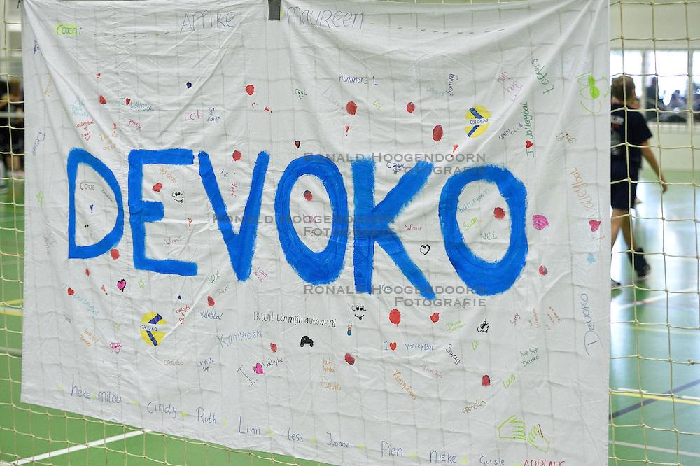 12-03-2016 NED: Finale NOJK CMV, Wijchen<br /> In de Arcussporthal te Wijchen streden de jongens en meisjes CMV / Vlag, Spandoek Devoko